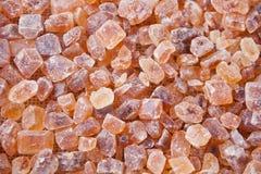 Cristalino orgânico da rocha do açúcar mascavado Fim acima Vista superior imagem de stock royalty free