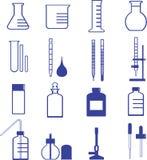 Cristalleria e strumenti di chimica illustrazione di stock