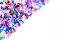 Cristalli multicolori isolati su fondo bianco Fondo astratto delle gemme Diamante Immagine Stock Libera da Diritti