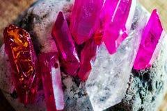 Cristallo di rocca e quarzo lilla immagini stock libere da diritti