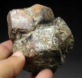 Cristallo molto bello del granato dell'almandino Fotografie Stock