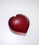 Cristallo rosso a forma di del cuore Fotografie Stock Libere da Diritti