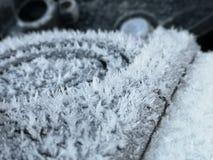 Cristaux de glace sur un réservoir (d'essence) de motocyclettes photographie stock libre de droits