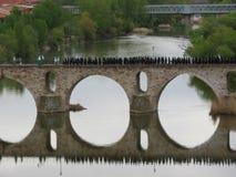 Cristiani spagnoli tradizionali della bella processione religiosa fotografia stock libera da diritti