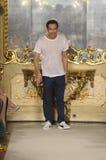Cristiano Burani camina la pista durante la demostración de Cristiano Burani como parte de Milan Fashion Week Foto de archivo