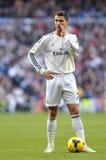 Cristiano Ronaldo de la estrategia de los susurros del Real Madrid antes del freekick fotos de archivo libres de regalías