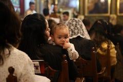 Cristianos palestinos en la iglesia del St Porphyrius en Gaza Foto de archivo libre de regalías