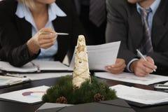 cristmas装饰会议桌 免版税图库摄影