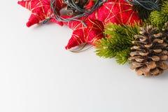 Cristmas y decoración del Año Nuevo en el fondo blanco Foto de archivo