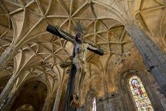 Cristo, el celling y la columna de Manueline diseñan el interior del monasterio de Jeronimos, Belem Fotos de archivo