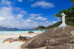 Cristo el redentor en la playa Aventueiro, Ilha Gran Imagen de archivo libre de regalías
