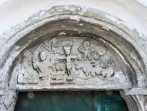 Cristo na cruz, tímpano do século XII foto de stock royalty free