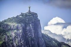 Cristo o redentor nas nuvens, Rio de janeiro fotografia de stock