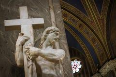 Cristo que leva a cruz Imagens de Stock