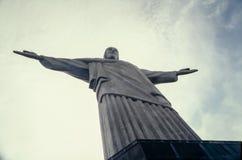 Cristo Redemptor statylöneförhöjningar på berget Rio de Janeiro Brazil Royaltyfria Bilder