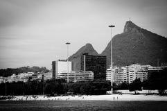 Cristo Redentor, wie von einem Boot in Baia de Guanabara gesehen Stockfotografie