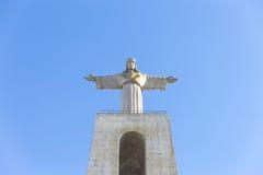 Cristo Rei, la statua di Gesù, in Almada; Attraverso il fiume per Fotografia Stock Libera da Diritti