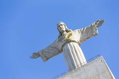 Cristo Rei, la statua di Gesù, in Almada; Attraverso il fiume per Immagine Stock Libera da Diritti