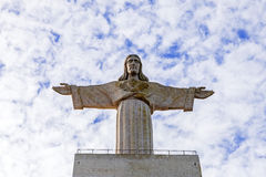 Cristo-Rei ou rei Christ Sanctuary em Almada fotos de stock