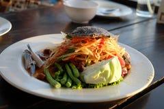 Critique despiadadamente el pok delicioso de la cocina tailandesa de la ensalada de la papaya/de la papaya picante del pok Foto de archivo