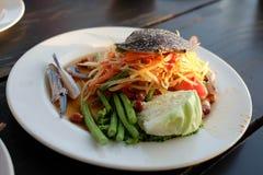 Critique despiadadamente el pok delicioso de la cocina tailandesa de la ensalada de la papaya/de la papaya picante del pok Fotografía de archivo libre de regalías