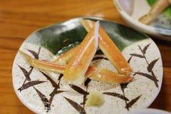 critique despiadadamente la comida del palillo, adorne la comida del japonés del palillo del cangrejo Foto de archivo libre de regalías