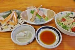 critique despiadadamente la comida del palillo, adorne la comida del japonés del palillo del cangrejo Imagenes de archivo
