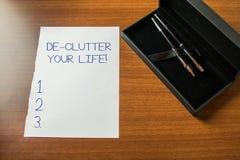 ?criture conceptuelle de main montrant la vie de De Clutter Your Photo d'affaires pr?sentant pour enlever les articles inutiles d photos libres de droits