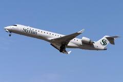 CRJ-700 tar på av Royaltyfri Foto