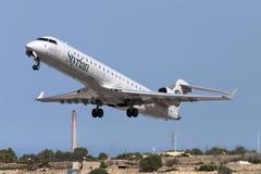 CRJ-700 tar på av Royaltyfri Fotografi