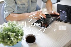 CRM Διοικητική έννοια σχέσης πελατών Εξυπηρέτηση πελατών και σχέση Στοκ εικόνες με δικαίωμα ελεύθερης χρήσης