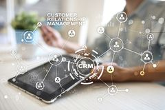 CRM Het concept van het klantrelatiebeheer De klantendienst en verhouding stock fotografie