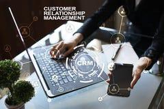 CRM Het concept van het klantrelatiebeheer De klantendienst en verhouding stock afbeelding