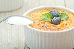 Crème brulée Dessert à la crème de vanille française traditionnelle Photos stock