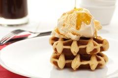 Crème glacée et dessert de gaufre Images libres de droits