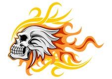 Crâne gris avec la flamme Images stock