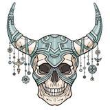 Cráneo humano de cuernos fantástico en armadura del hierro Alcohol del soldado Imágenes de archivo libres de regalías