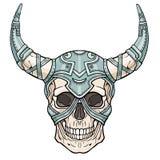 Cráneo humano de cuernos fantástico en armadura del hierro Alcohol del soldado Fotografía de archivo
