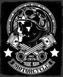 Crânio do motociclista do vintage com o emblema cruzado do pistão Imagens de Stock