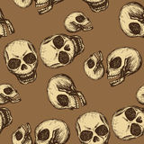 Crânio sem emenda do desenho da mão do teste padrão Imagem de Stock Royalty Free