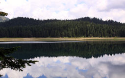 Crno Jezero (μαύρη λίμνη), εθνικό πάρκο Durmitor, Μαυροβούνιο 01 στοκ εικόνα