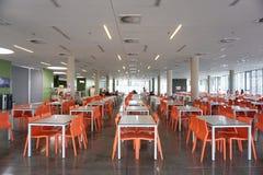 Croácia, Fiume, o 28 de junho de 2018 Interior moderno do restaurante dos estudantes Imagem de Stock
