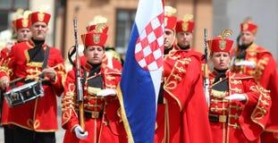 Croácia/protetor de honra Battalion/março com orgulhoso Imagens de Stock Royalty Free
