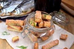 Croûtons faits avec la saveur des crevettes, des crabes ou des poissons Image libre de droits