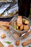 Croûtons faits de pain blanc avec la saveur des crevettes, des crabes ou des poissons Photo stock