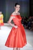 Cro μια επίδειξη μόδας αχθοφόρων: ΔΙΔΥΜΑ από Begovic ι Stimac, Ζάγκρεμπ, Γ Στοκ Φωτογραφίες