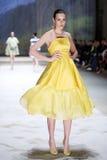 Cro μια επίδειξη μόδας αχθοφόρων: ΔΙΔΥΜΑ από Begovic ι Stimac, Ζάγκρεμπ, Γ Στοκ Εικόνες