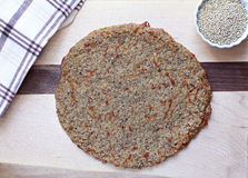 Croûte de pizza de quinoa, vue supérieure Image libre de droits
