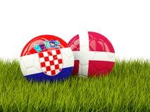 Croacia contra Dinamarca Concepto del fútbol Fútboles con las banderas en gree Imagen de archivo libre de regalías
