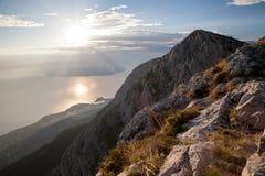 Croacia - parque de naturaleza de Biokovo y mar adriático en la puesta del sol, Sveti Jure fotografía de archivo libre de regalías
